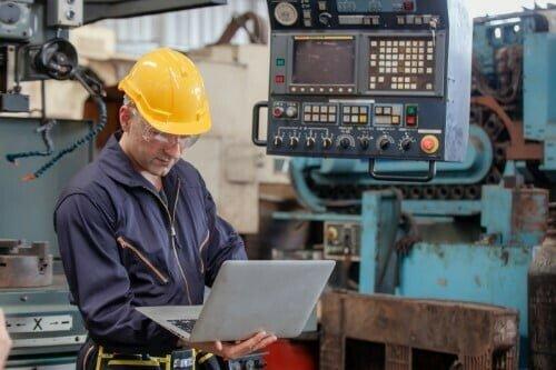 IFS FSM helps worker